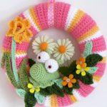 crochet spring wreath with slug