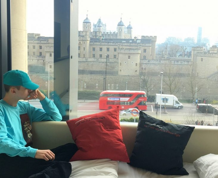 review of citizen M tower hill hotel by lazy daisy jones
