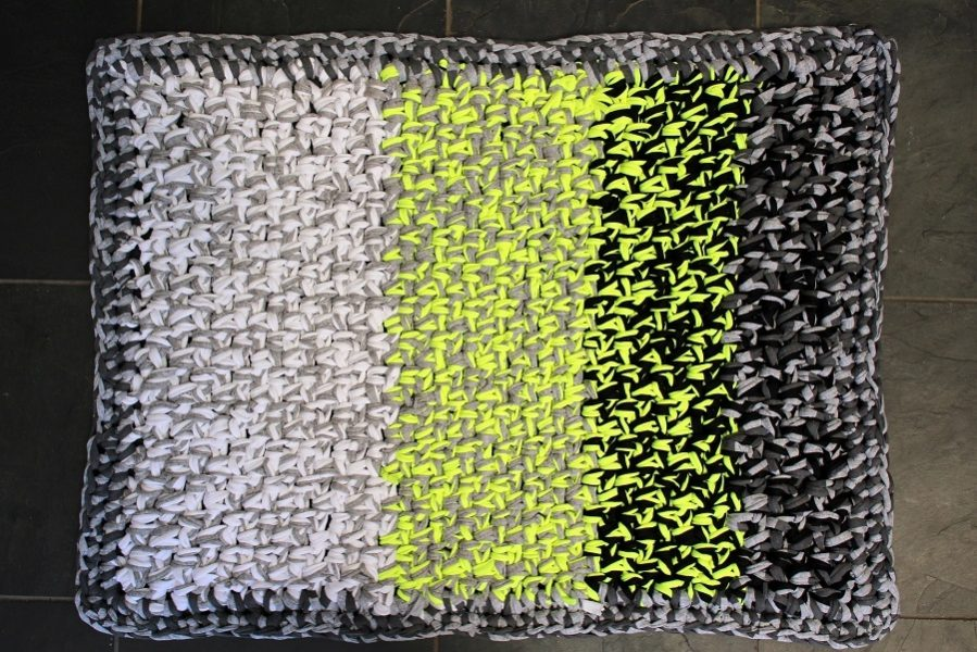 Bathroom Mat Crocheted from Scraps a DIY