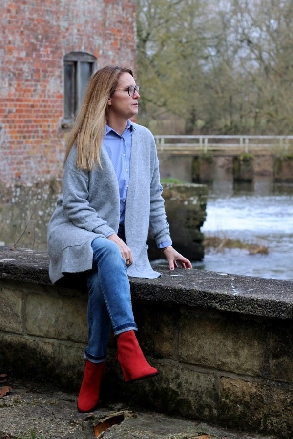 casual sunday outfit lazy daisy jones red suede boots