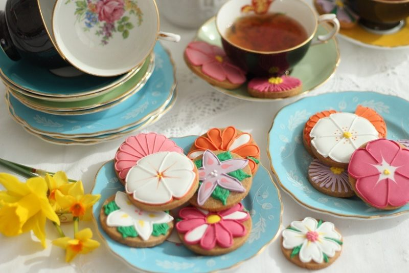 mothers day ideas Flowers or Biscuiteers for Mothers Day? Both please!