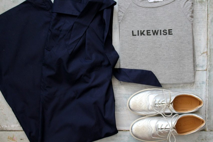5 Outfits for Everyday Casual Wear, Flat Lay style! navy trousers, tshirt and silver brogues