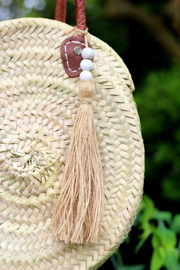 lazy daisy jones diy How To Make A Tassel Using A Book!