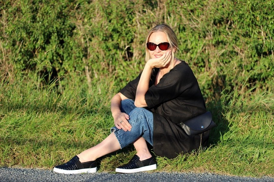 Last of the Summer outfits? Magic linen Dress & Vionic Shoes